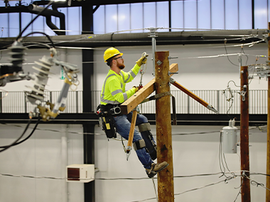 Lineman apprentice candidate performing a test