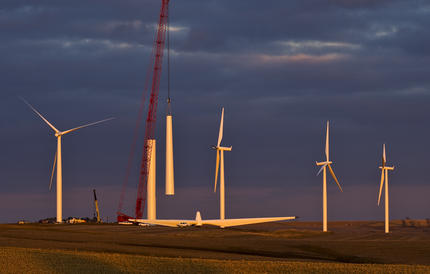 Turbine under construction, red crane