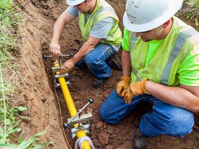 Two MEC Gas techs in field