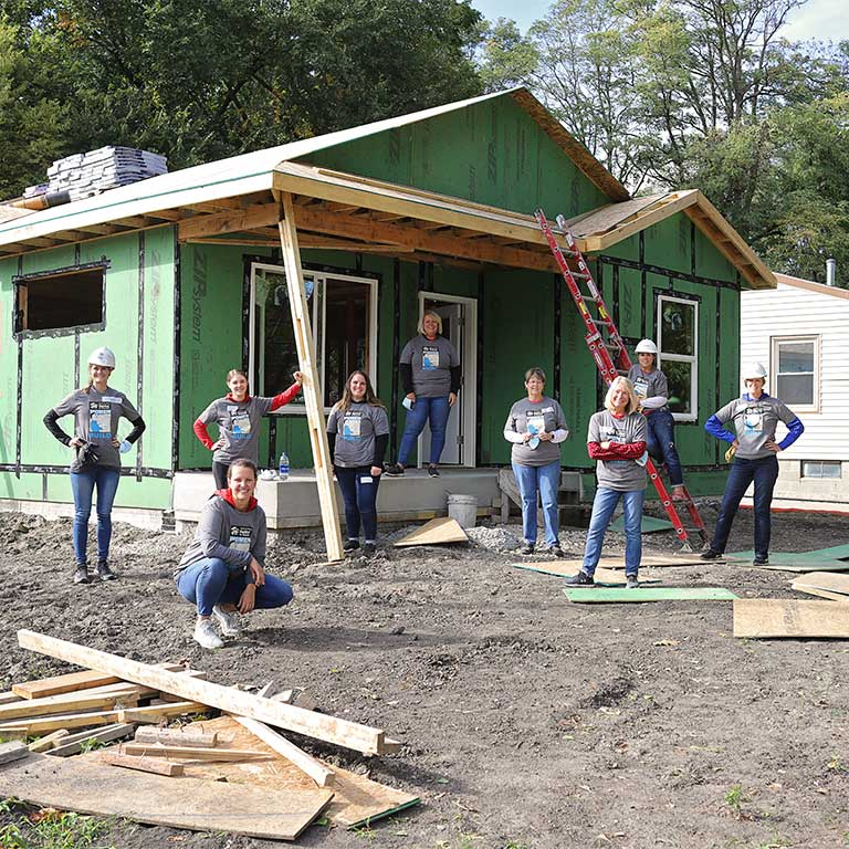 MidAmerican employees volunteer building homes
